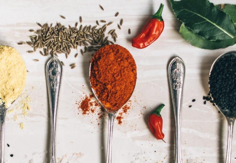 Hierbas y especias que no deben faltar en tu cocina